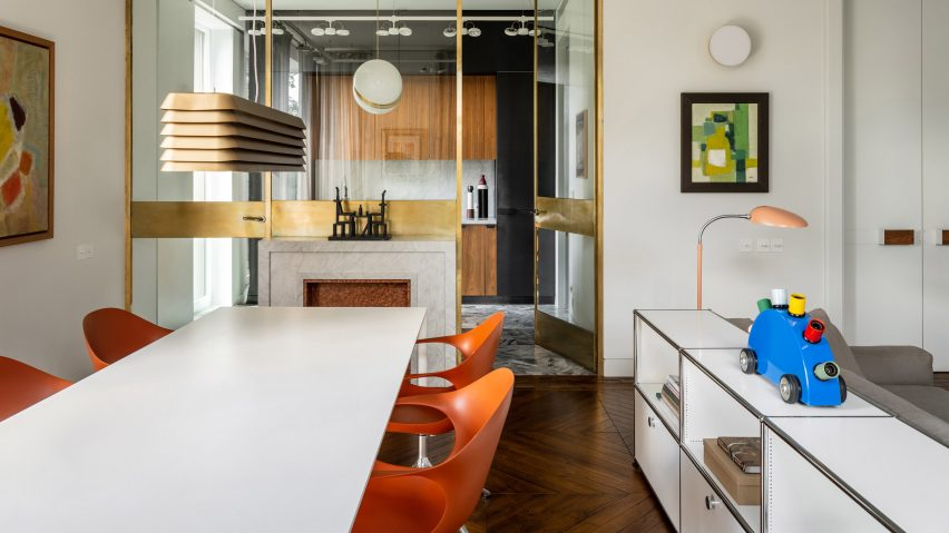 Dining room and kitchen of the Apartment of Basta by Blockstudio