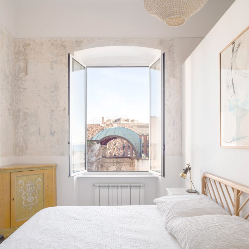 Casa ai Bailucchi is a two-level apartment overlooking Genoa port