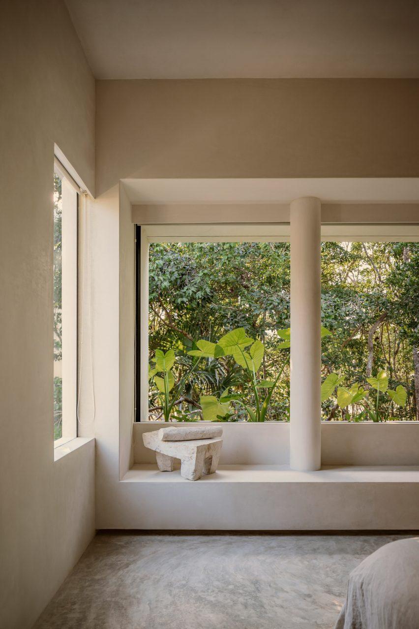 Large windows in Casa Areca