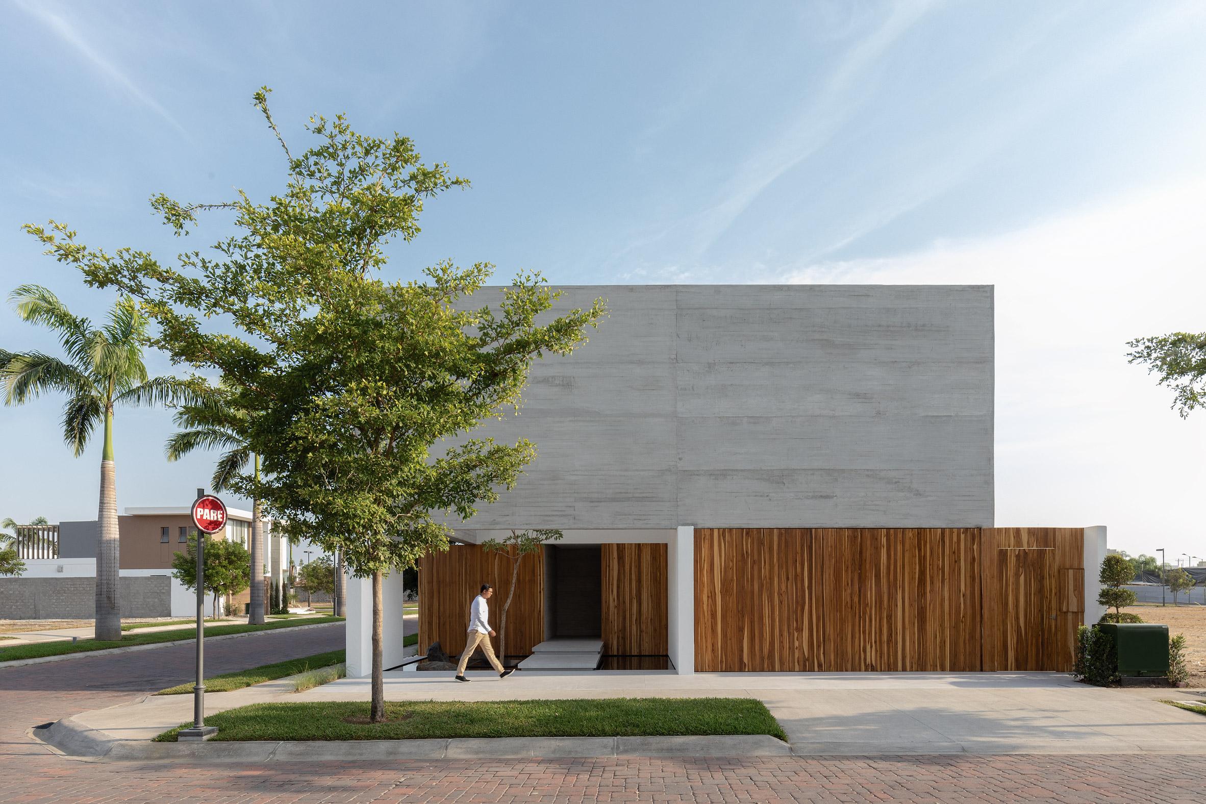 Orense Arquitectos designs house in ecuador