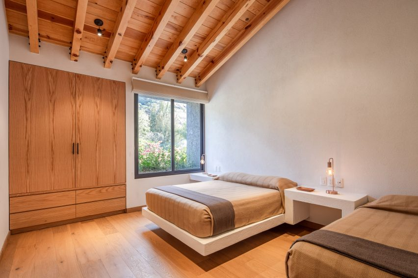 Exposed pine beams in a bedroom