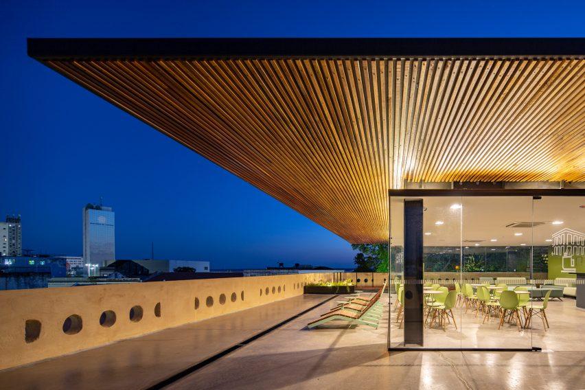 Beirais de madeira do telhado de ipê