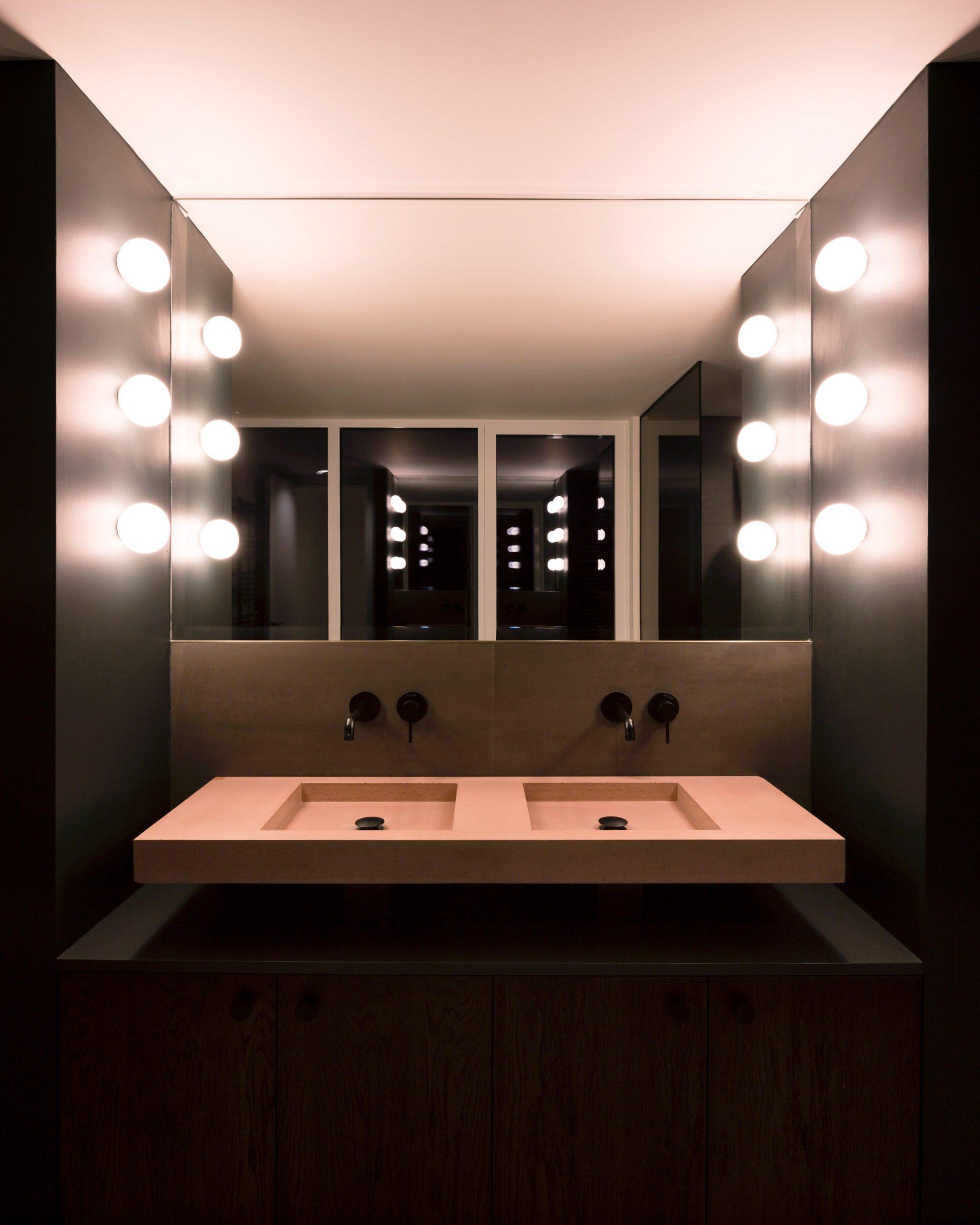 Bathroom in Corner House by Studio 304
