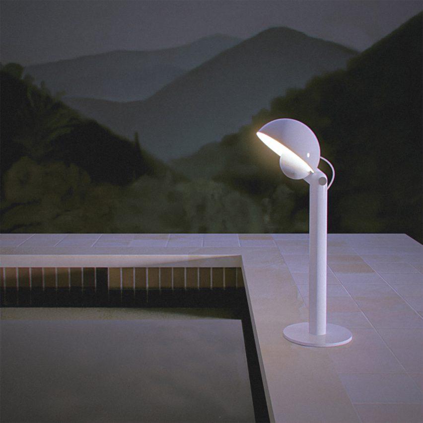 Una lampada da terra di nome Cuffia