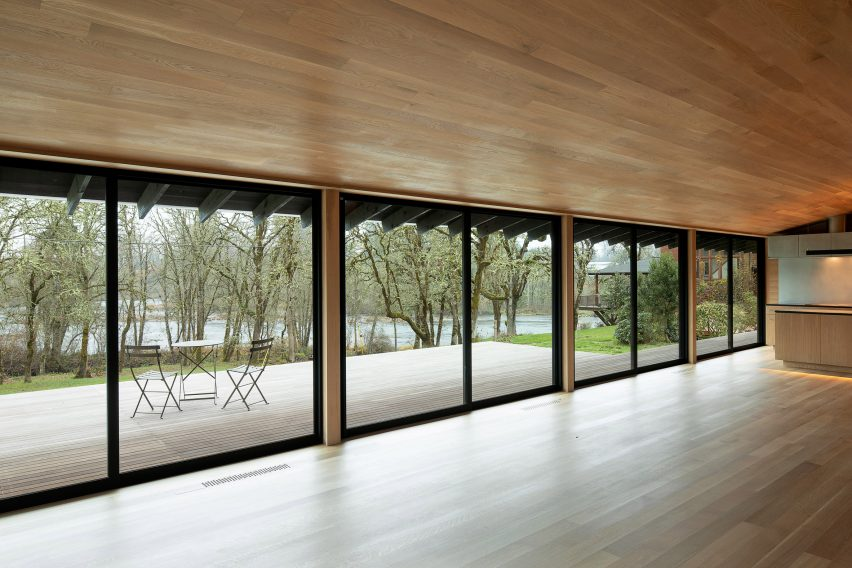 White oak forms the house's interior