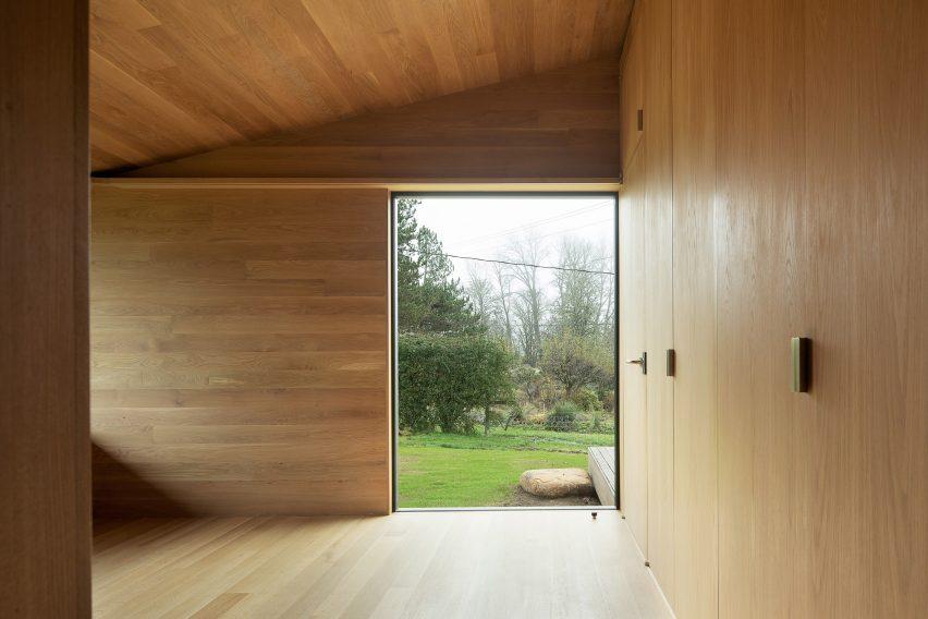 Landry Smith used white oak for the interior panels