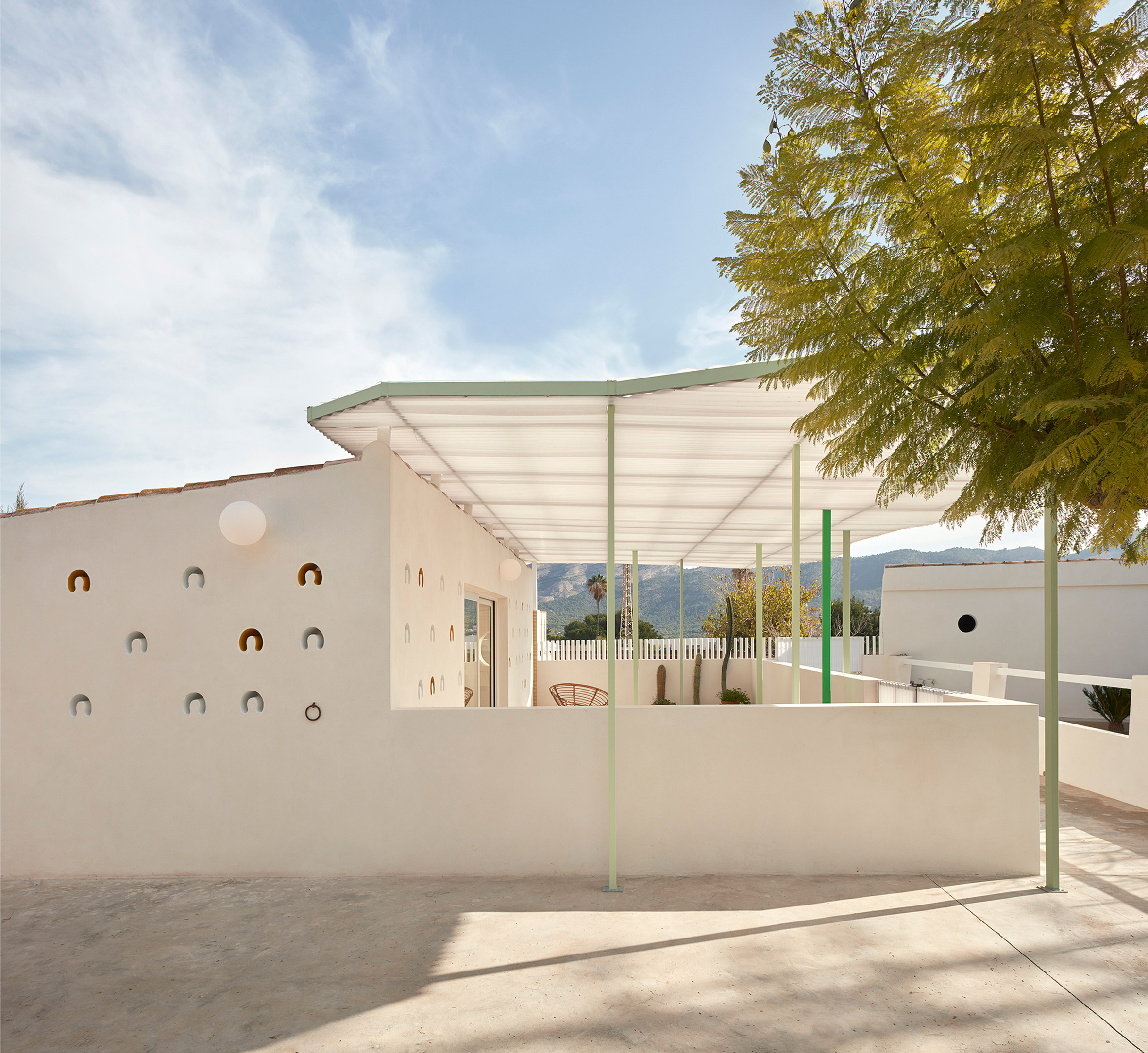 Stable conversion in Spain by Estudio ji Arquitectos