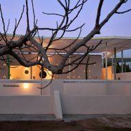 Spanish stable conversion by Estudio ji Arquitectos
