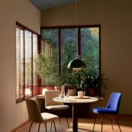 A dining room with a Flowerpot pendant light by Verner Panton