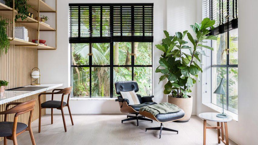 Home office of Grosvenor Residence by Lim + Lu