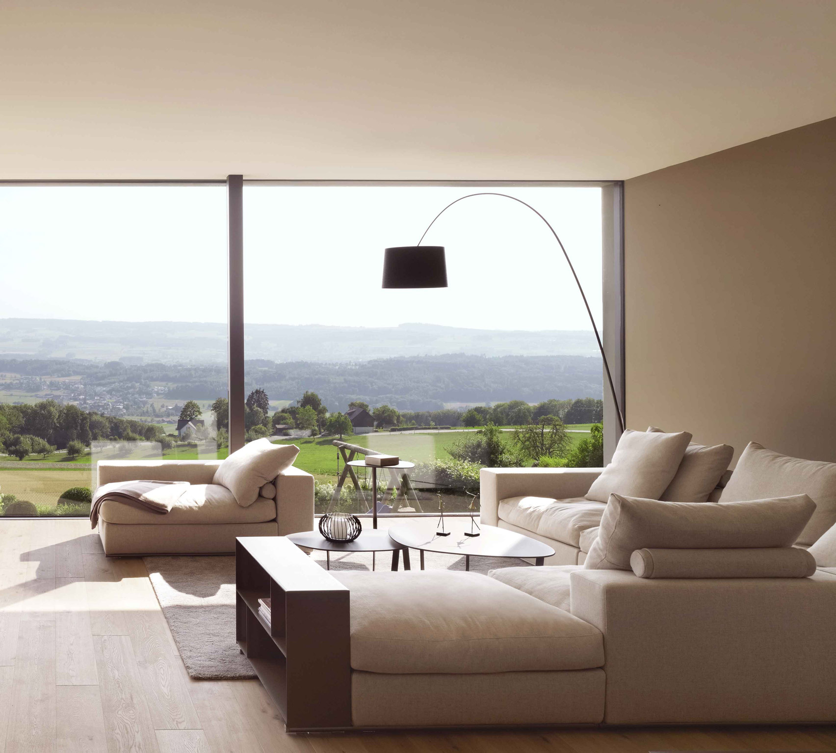 Groundpiece sofa