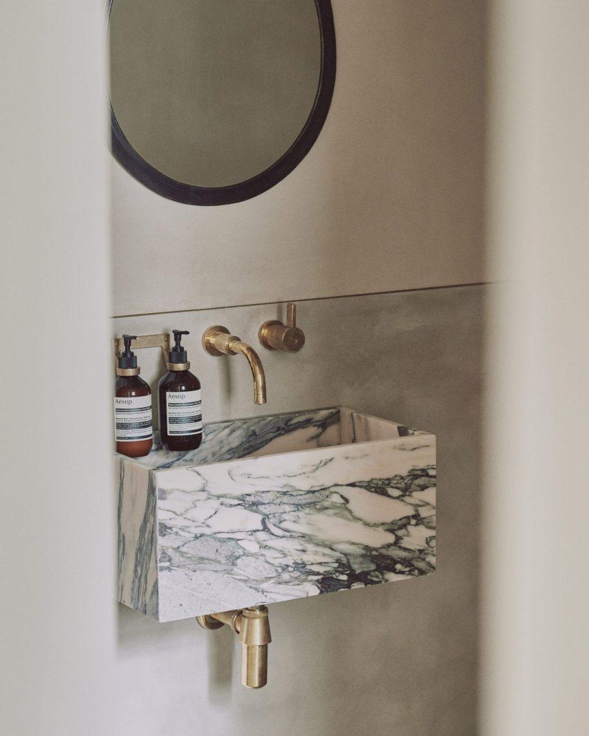 Clay wall in bathroom