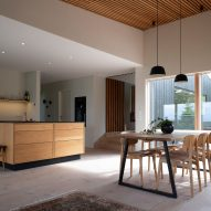 An open-plan kitchen and dining room in an Icelandic holiday home