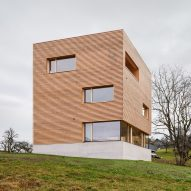 Haus im Obstgarten is a geometric timber house in a traditional Austrian village