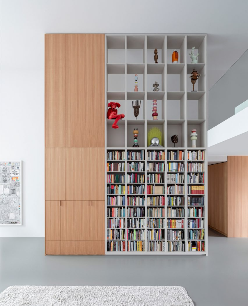 Built-in double-height storage shelves in Home of the Arts by i29