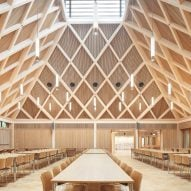 "Maccreanor Lavington adds timber dining hall with ""sense of grandeur"" to west London school"