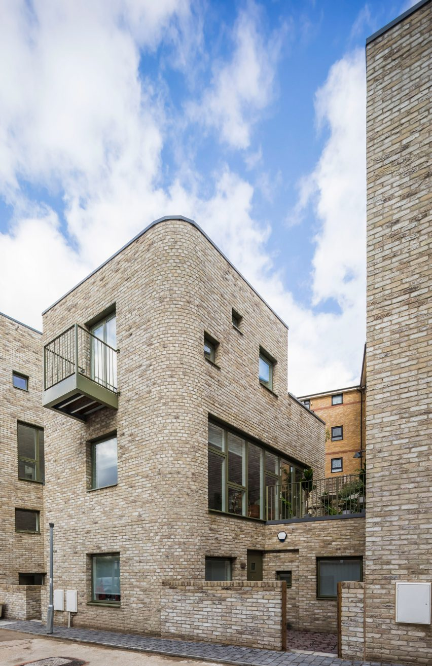 Light brick housing by Peter Barber Architects in London