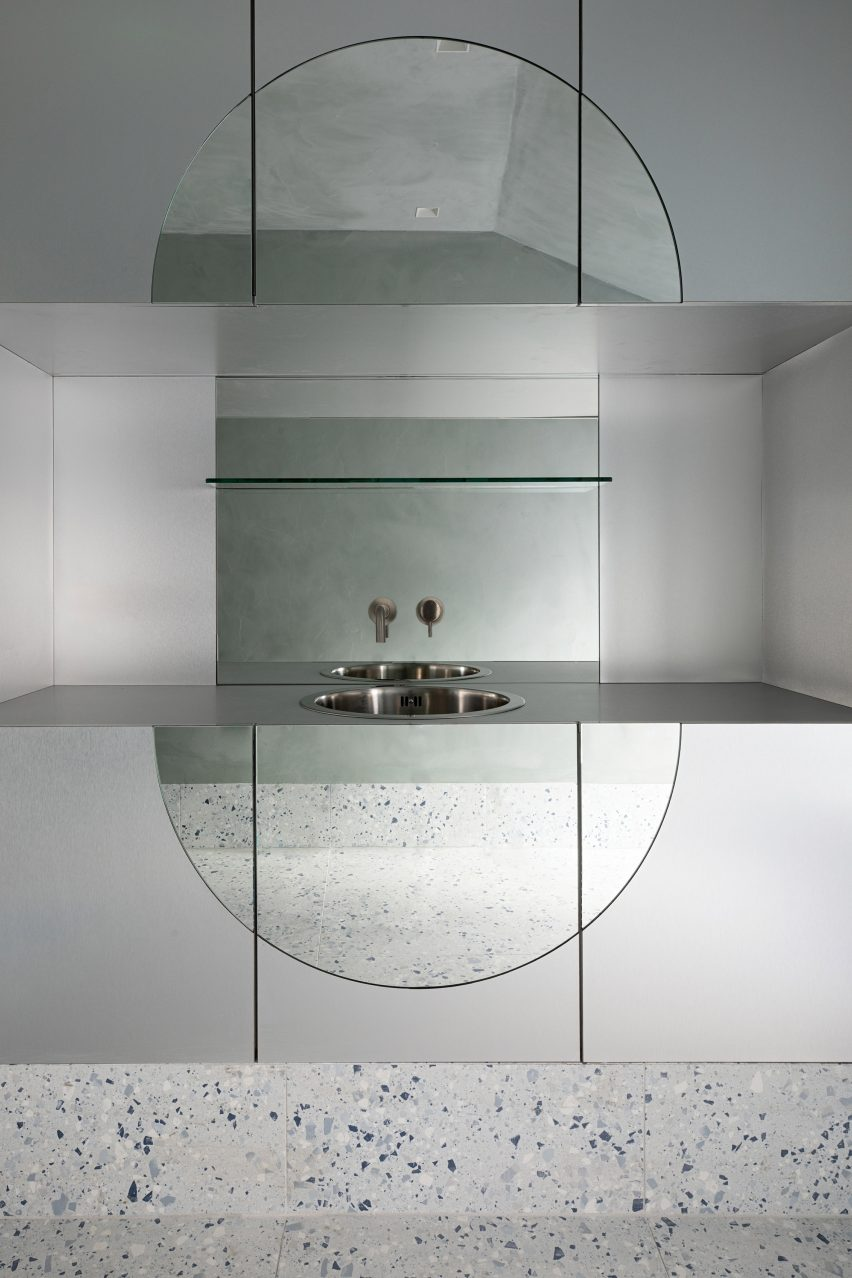 Stainless steel treatment rooms in Dublin