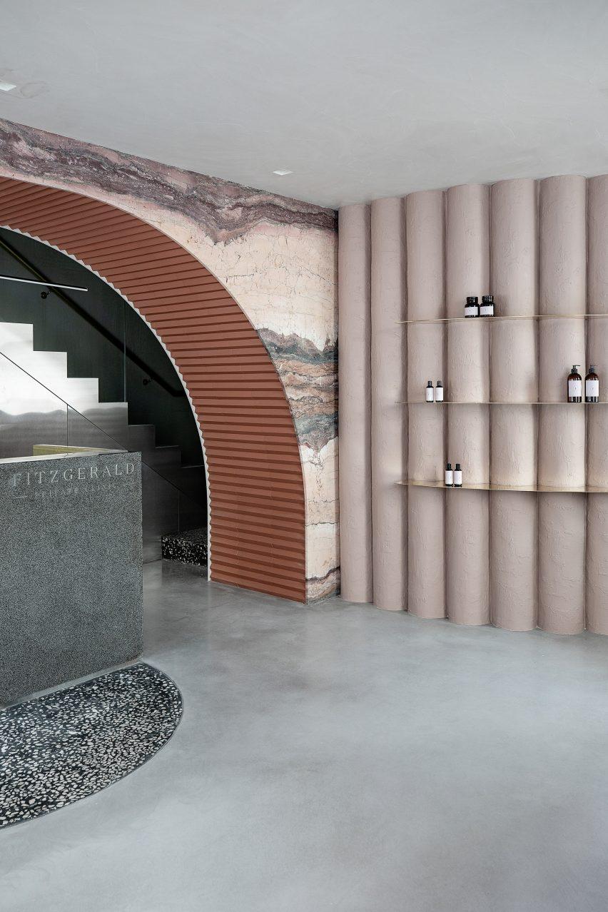 Undulating pink plaster wall by Kingston Lafferty Design
