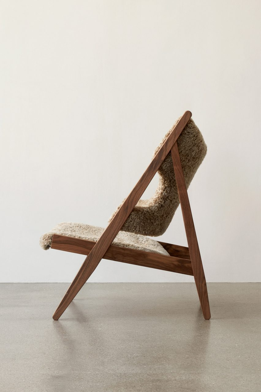 The side profile of a Knitting lounge chair