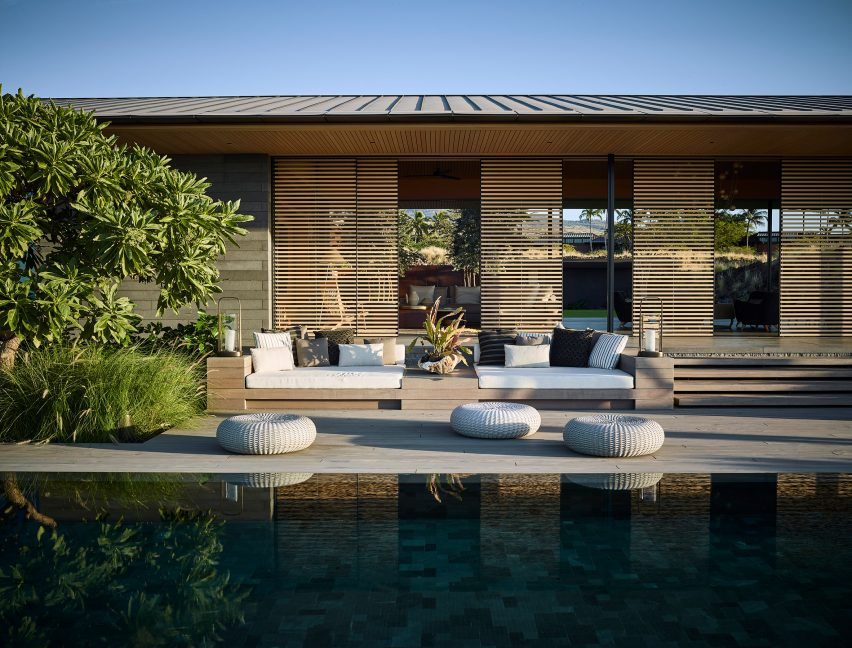 Swimming pool of house in Hawaii by Walker Warner Architects