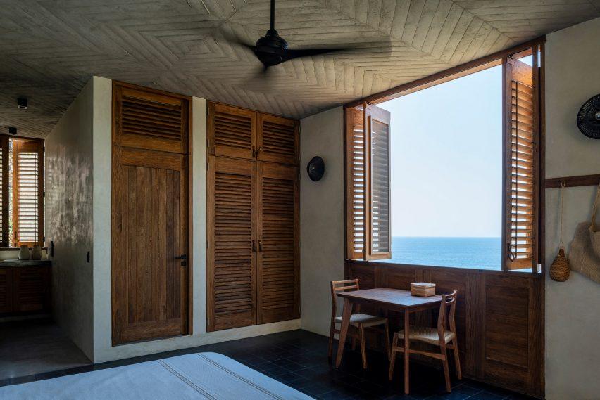 Em-Estudio built shutters on the holiday home's facades