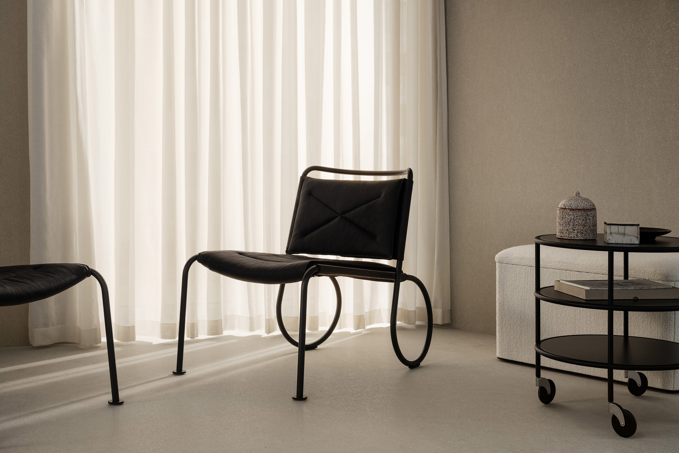 All-black Corso chair by Lammhults in an interior