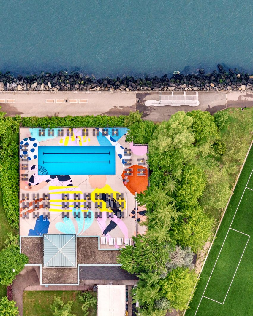 The Manhattan Pool'S Graphic Mural By Alex Proba