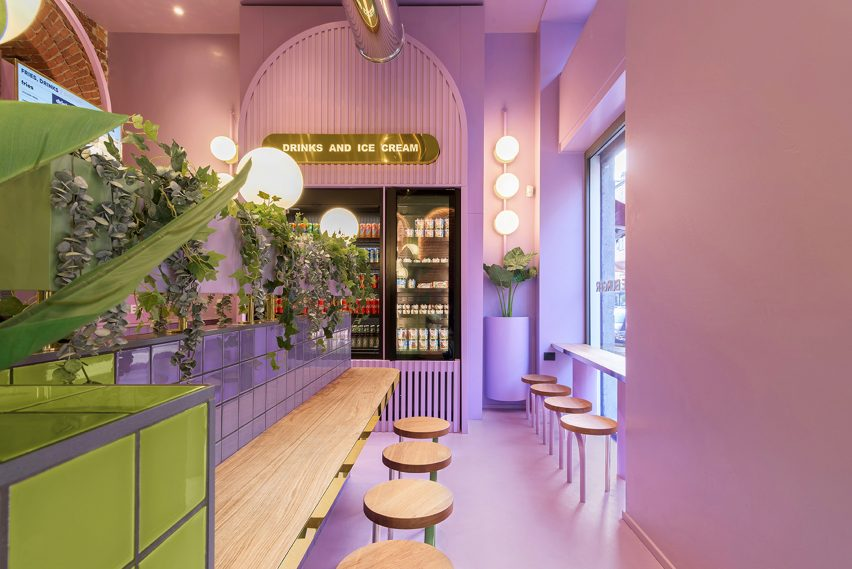 Purple walls and and floor in Bun's Milan restaurant