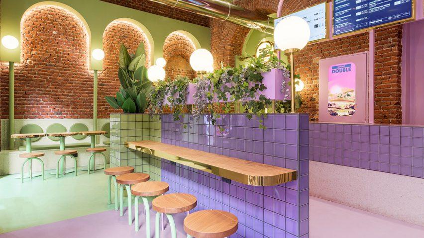 Green and purple areas in Bun restaurant by Masquespacio
