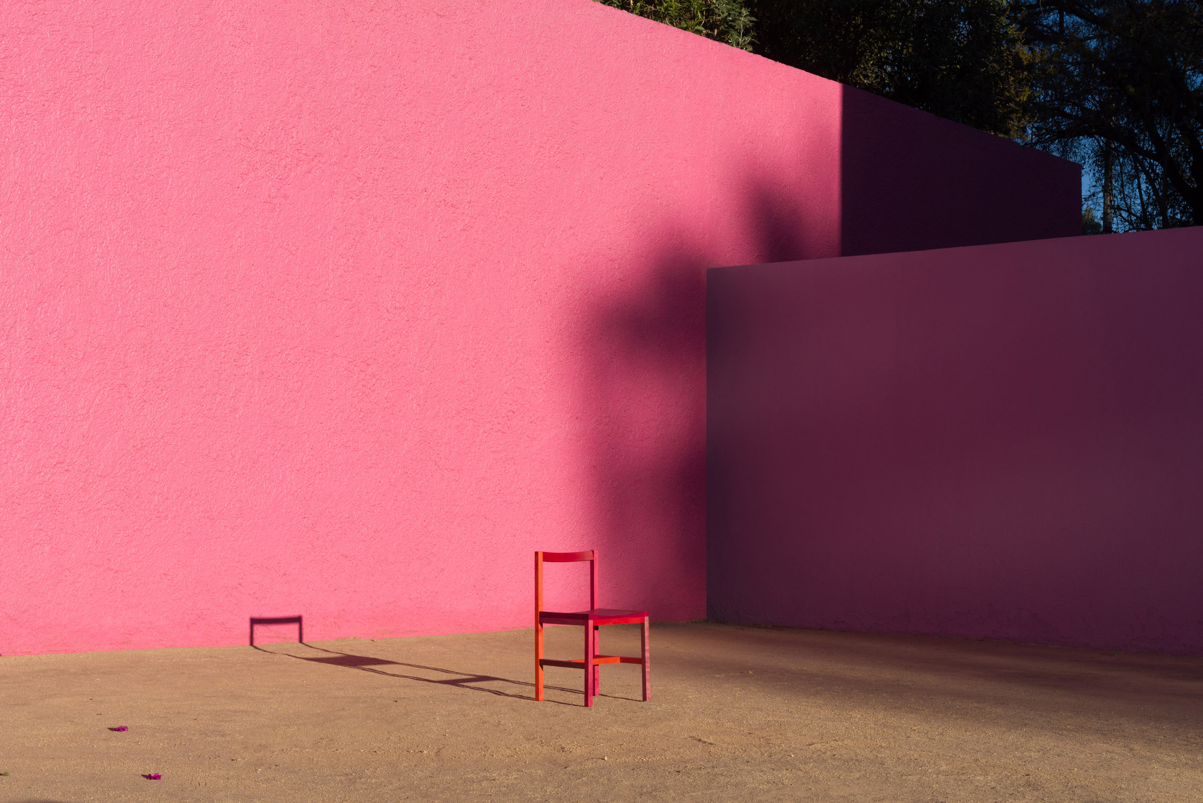 Multicoloured Grana chair by Moisés Hernández in front of pink wall