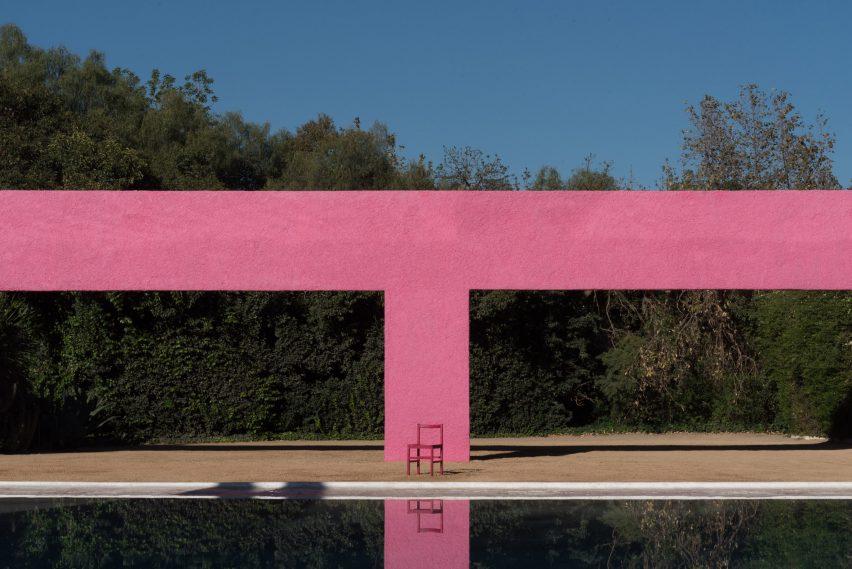 Pink Grana chair by Moisés Hernández