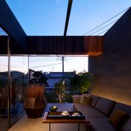 It has a roofed terrace