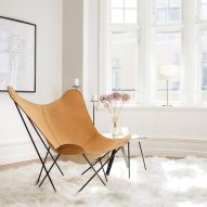 A light brown butterfly chair with a black frame