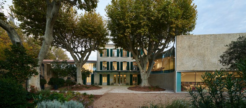 French-manor conversion next to its new modern addition by Dominique Coulon & Associés