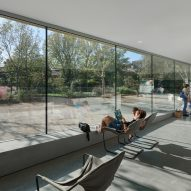Reading spaces are organised along large windows
