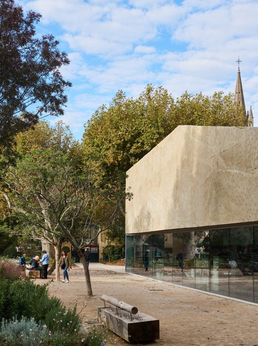 The design has a glass and neutral colour palette by Dominique Coulon & Associés