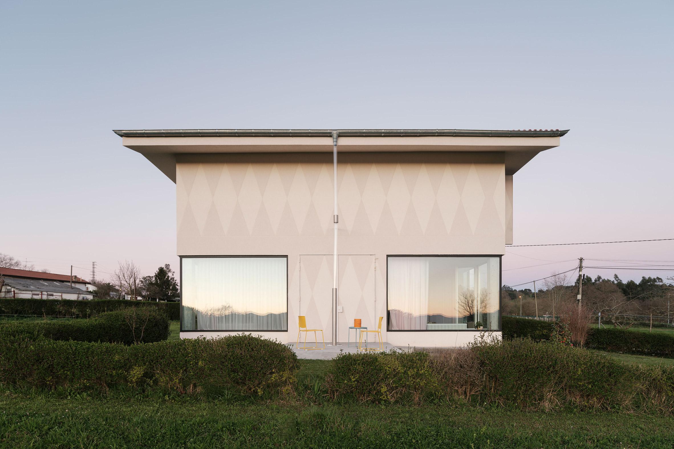 Spanish farmhouse renovation by Azab