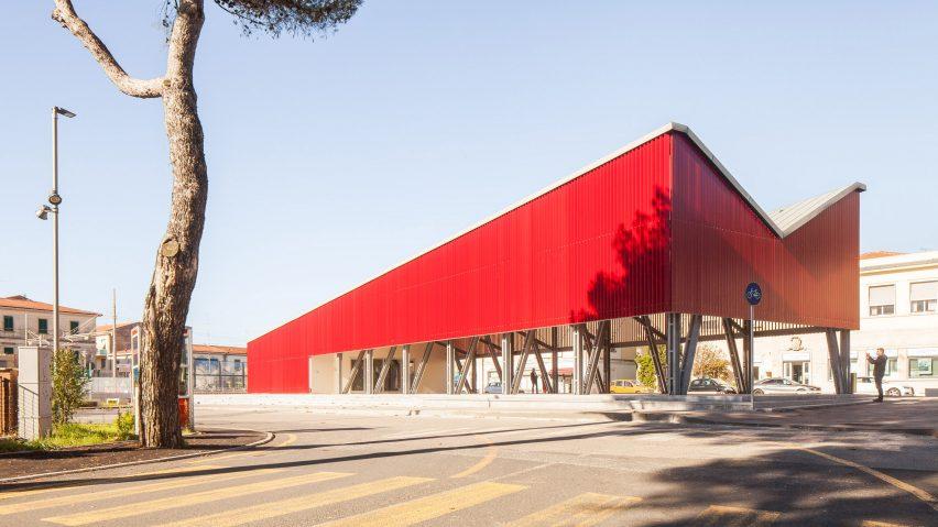 An angular red pavilion in the Piazza della Repubblica