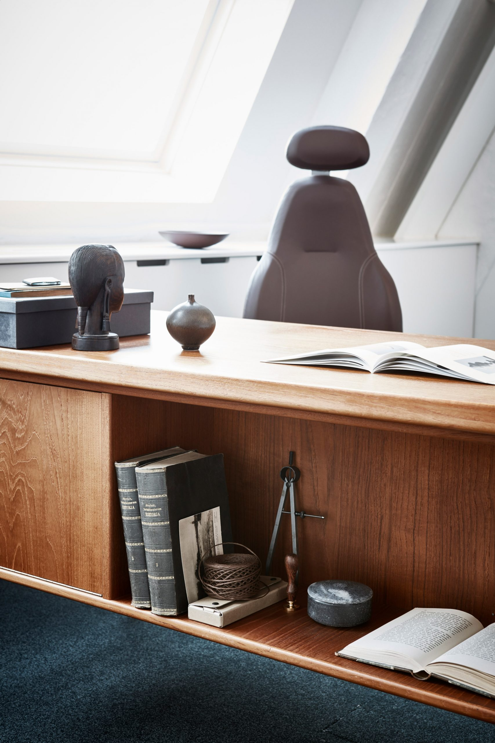 Brown office chair by Flokk