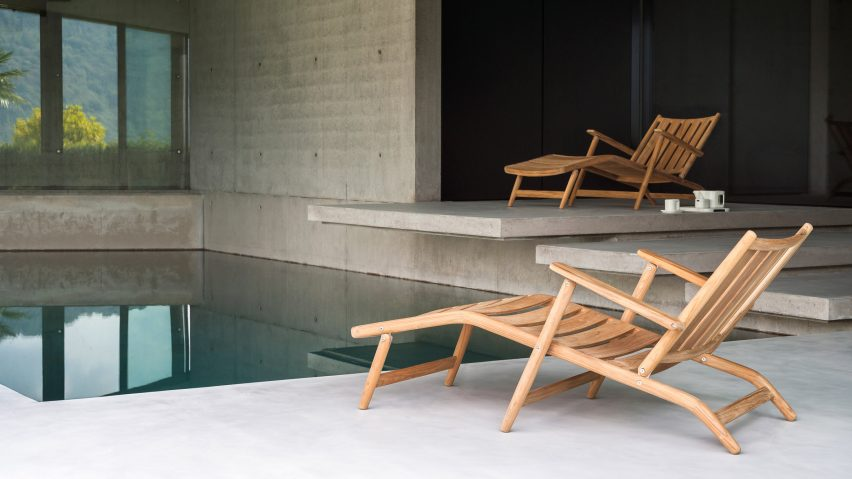 Two chaise-longues from Levante relaxing collection by Piero Lissoni for Roda organised around a pool