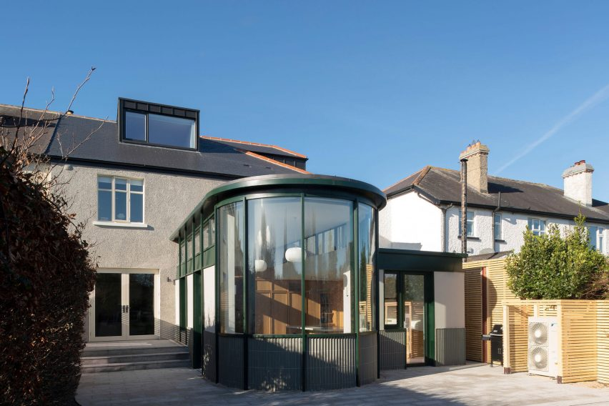 Curved glass extension on home by Scullion Architects