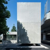 "Suppose Design Office creates ""floating"" concrete toilet in Tokyo"