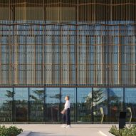 Aluminium solar shading of a library by Foster + Partners