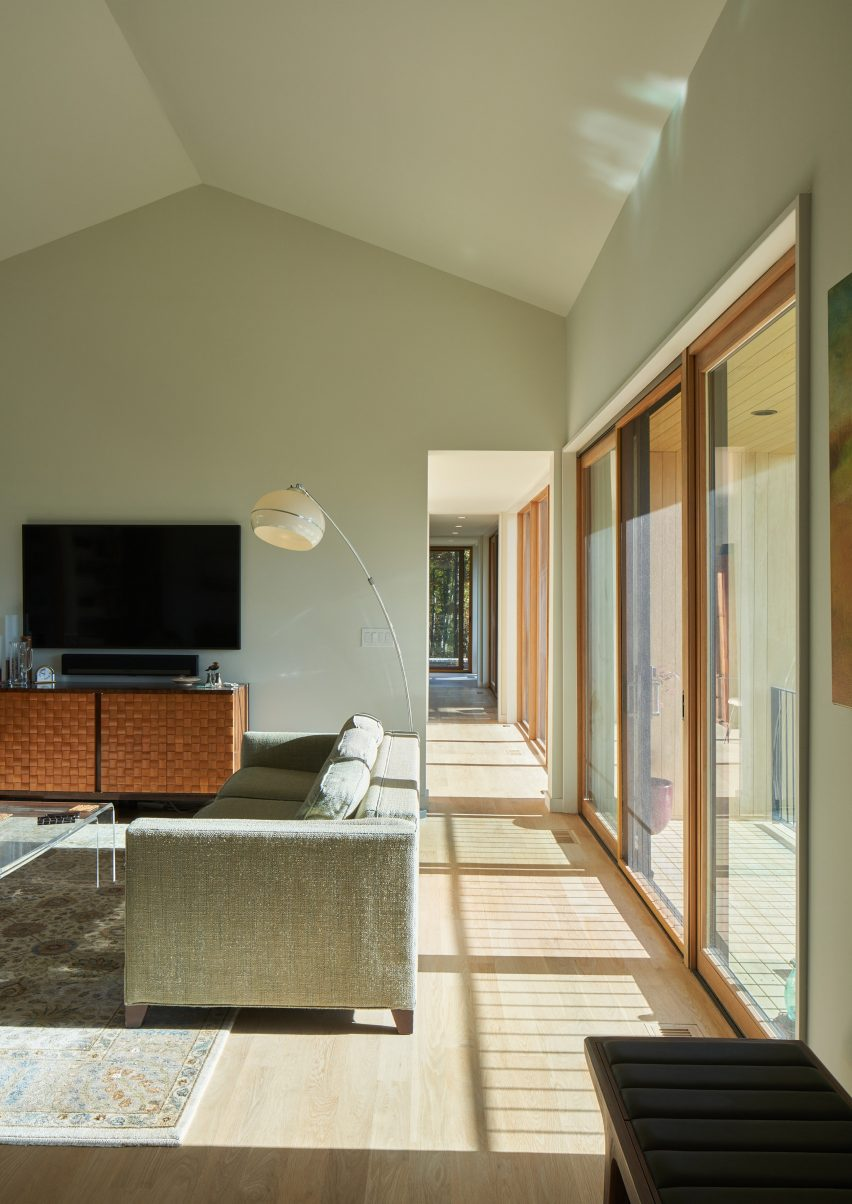 Interiors of Short Mountain House by Sanders Pace