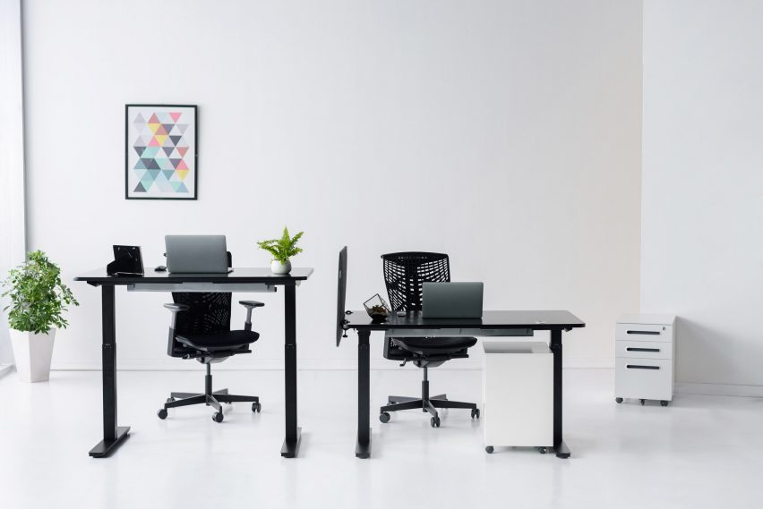 SmartDesk 2 in black and different heights