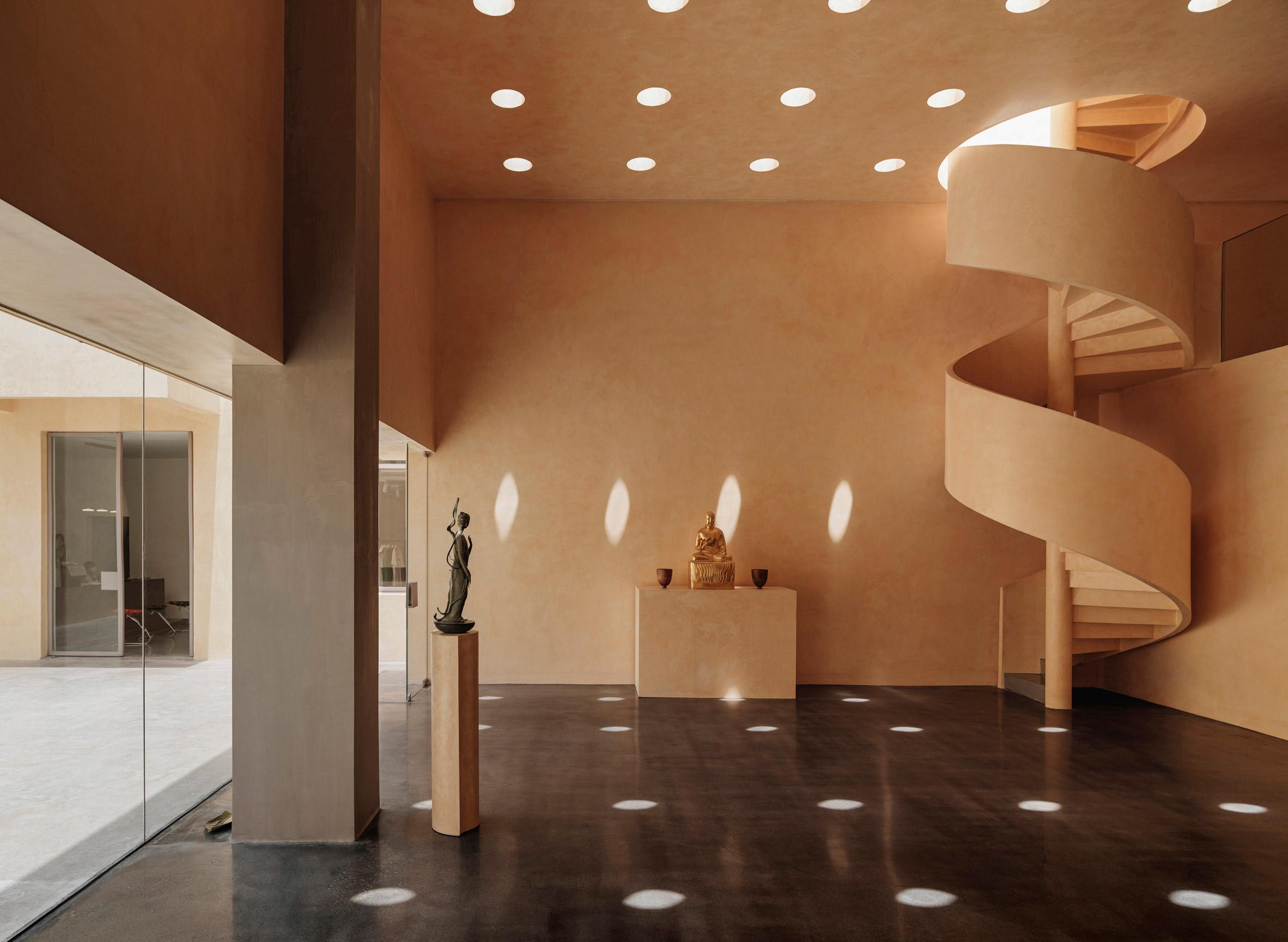 Skylights in sandalwood-yellow room