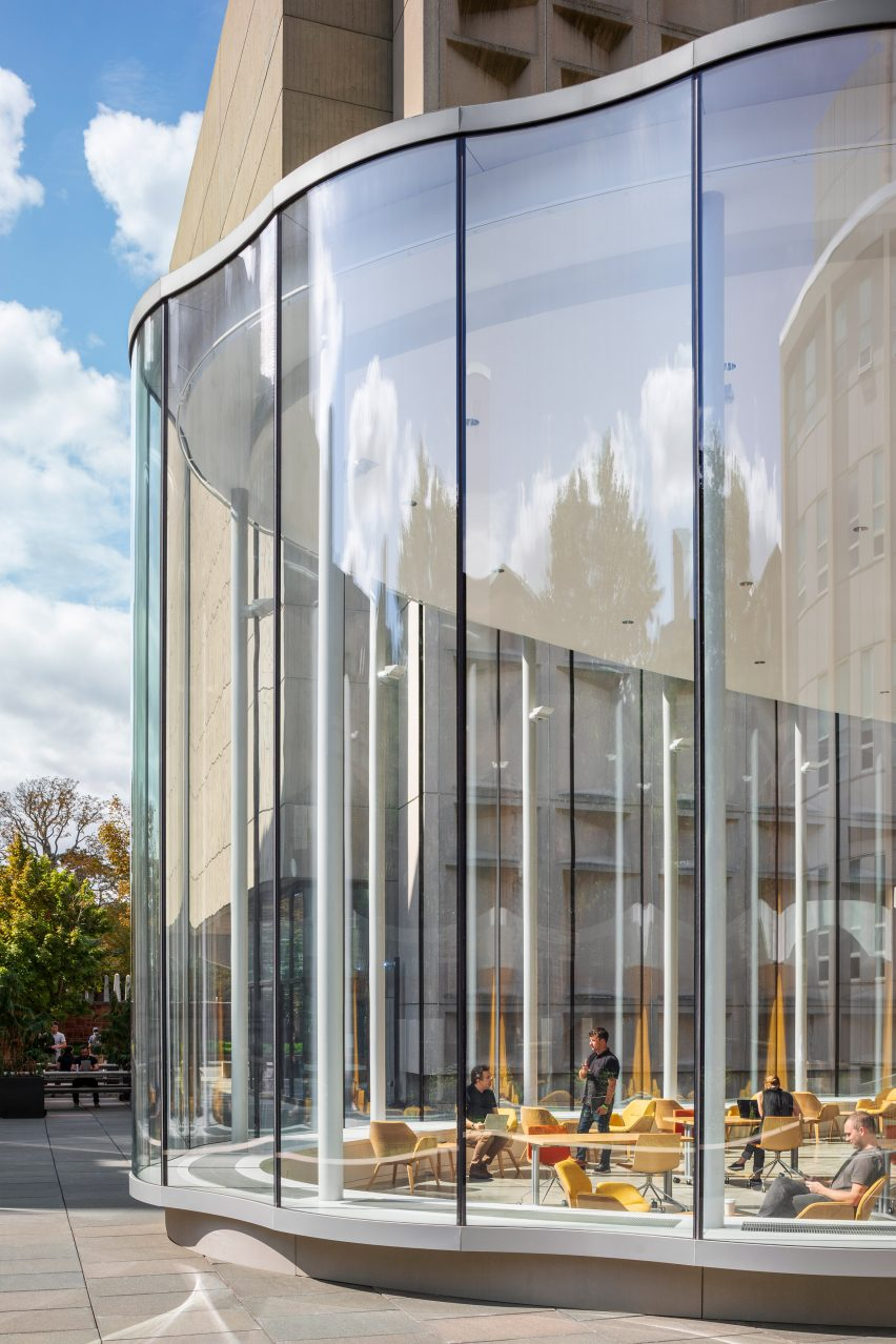 Glass walls of Yale University Center for Innovative Thinking