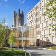 Weiss/Manfredi wraps Yale University study centre in curved glass walls