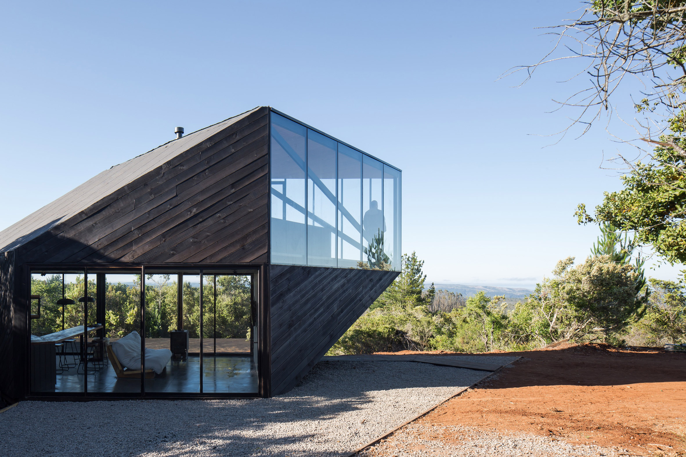 Angular cabin by 2DM Arquitectos